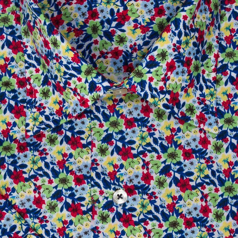 Рубашка белая с цветами, с короткими рукавами, неприталенная