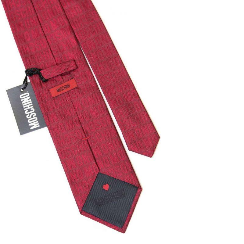 Бордовый шёлковый галстук с надписями Moschino