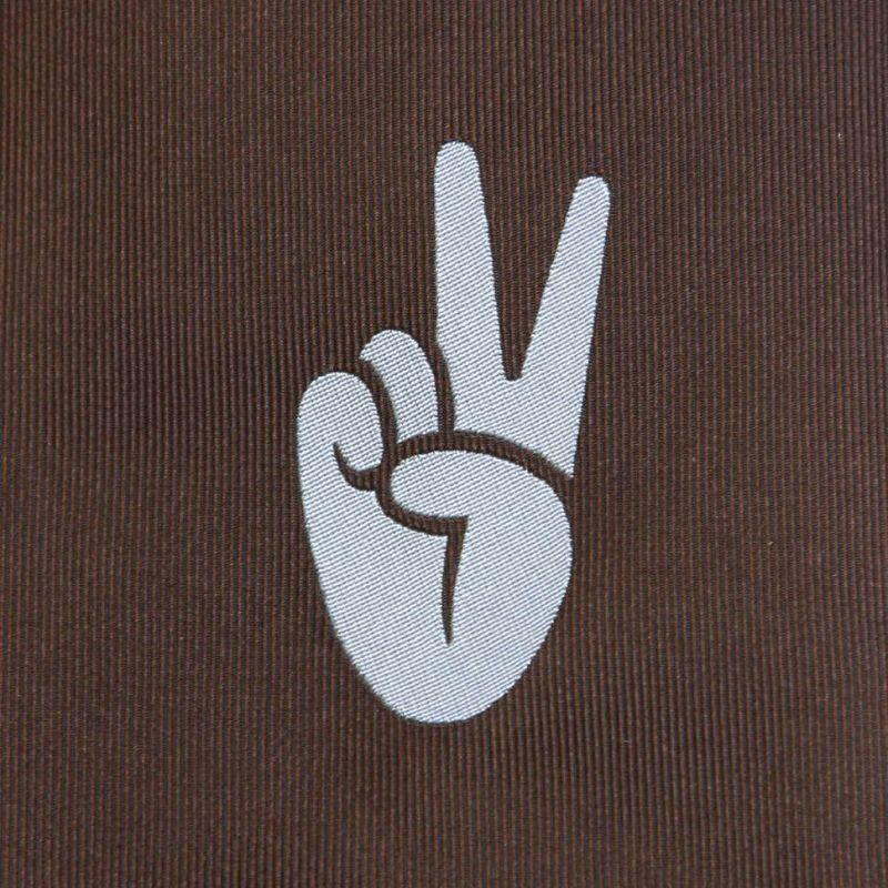 Коричневый шёлковый галстук Moschino со знаком «Виктория»