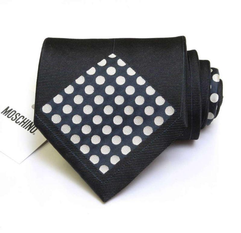 Чёрный галстук Moschino «наизнанку»