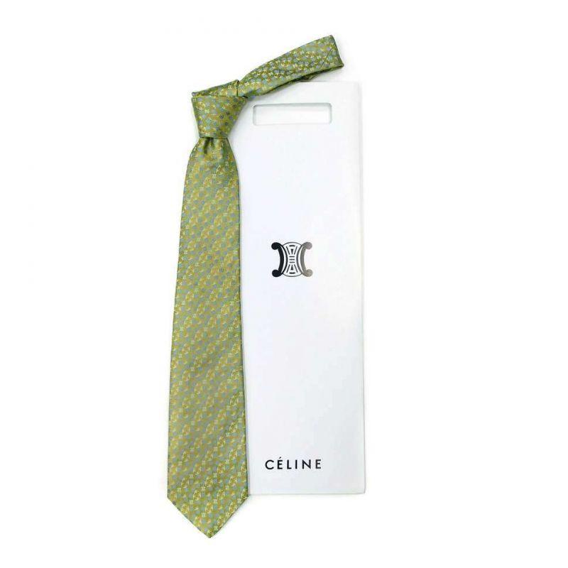 Салатовый шёлковый галстук Celine с ягодками