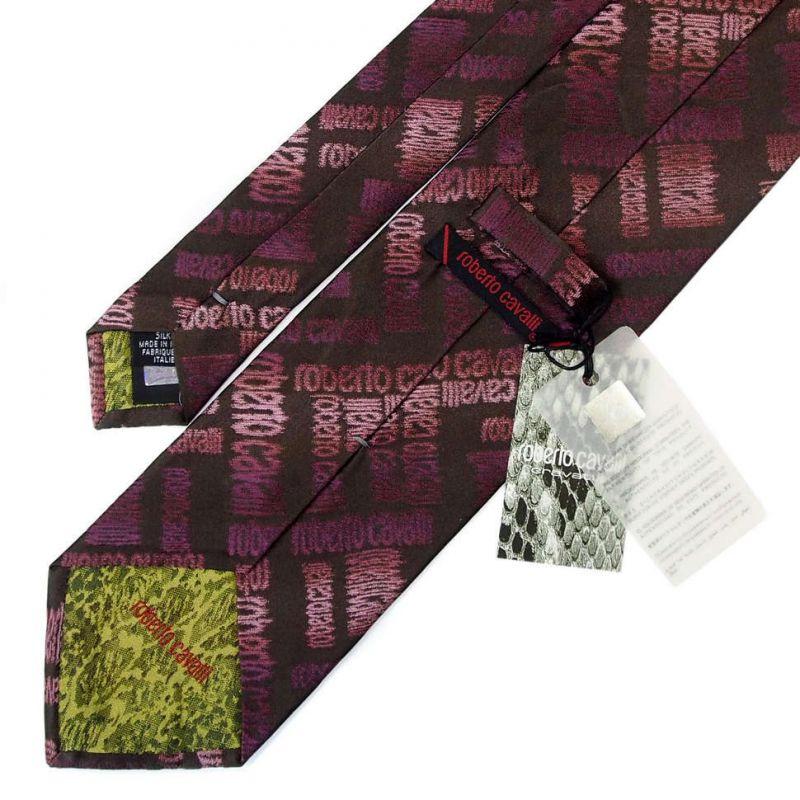 Бордовый галстук Roberto Cavalli с узором из надписей бренда